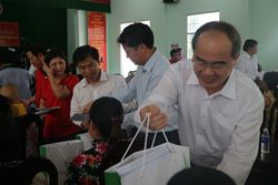 Lãnh đạo Công ty PV Power Services tham gia Đoàn công tác do Chủ tịch UBTƯ MTTQ Việt Nam dẫn đầu đến thăm và tặng quà Tết cho người nghèo, gia đình chính sách tại tỉnh Trà Vinh