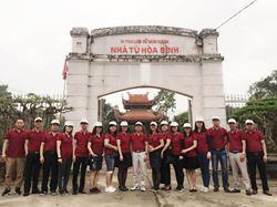 Hành trình về nguồn tại Khu di tích Nhà tù Hòa Bình và Tượng đài Cù Chính Lan tại Thành phố Hòa Bình của Chi bộ Thương mại - Đảng Đoàn - Kỹ thuật và Chi bộ Kinh tế Kế hoạch - An toàn môi trường