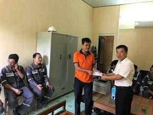 Ban Giám đốc PVPS thăm và tặng quà CBCNV Chi nhánh Đà Nẵng đang thực hiện công tác TNHC tại Thủy điện Trà Xom, tỉnh Bình Định