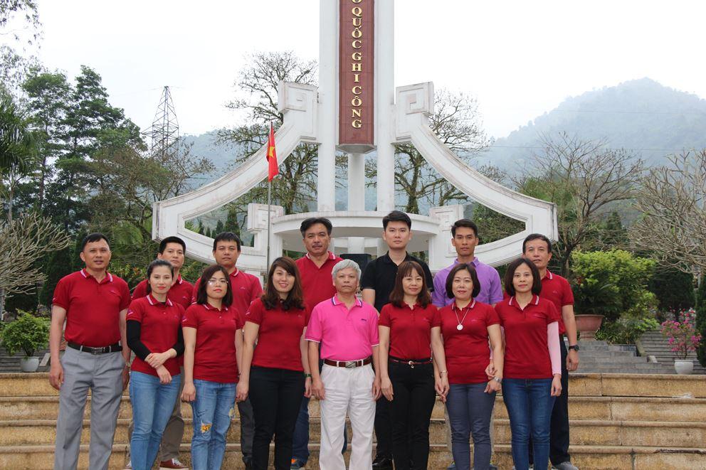 Chi bộ Tổng hợp và Chi bộ Kinh tế Kế hoạch – An toàn Môi trường về nguồn tại Hà Giang, Tuyên Quang
